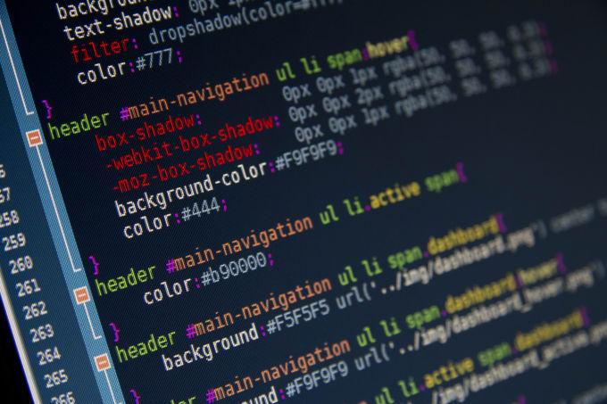 メジャーなプログラミング言語とそれらの役割を、素人でも分かるように教えてください。